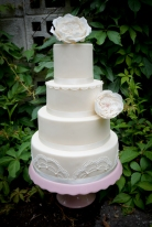Flowers Lace & Pearls Wedding cake