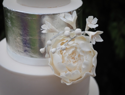 Wedding Cake silver and white (detail)